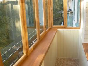отделанный панелями балкон