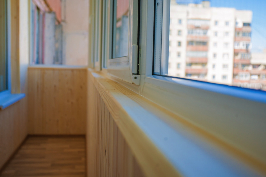 Варианты остекления балкона раздвижными окнами.