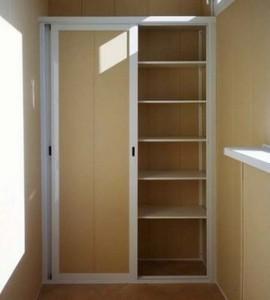 Готовый шкаф на балконе