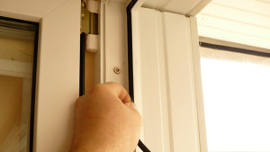 regulirovka-plastikovoj-dveri4[1]