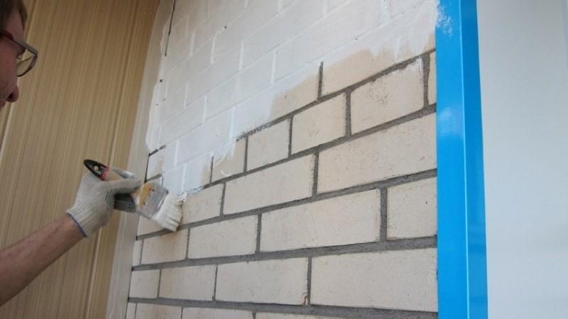 Как покрасить кирпичную стену на балконе своими руками, мате.