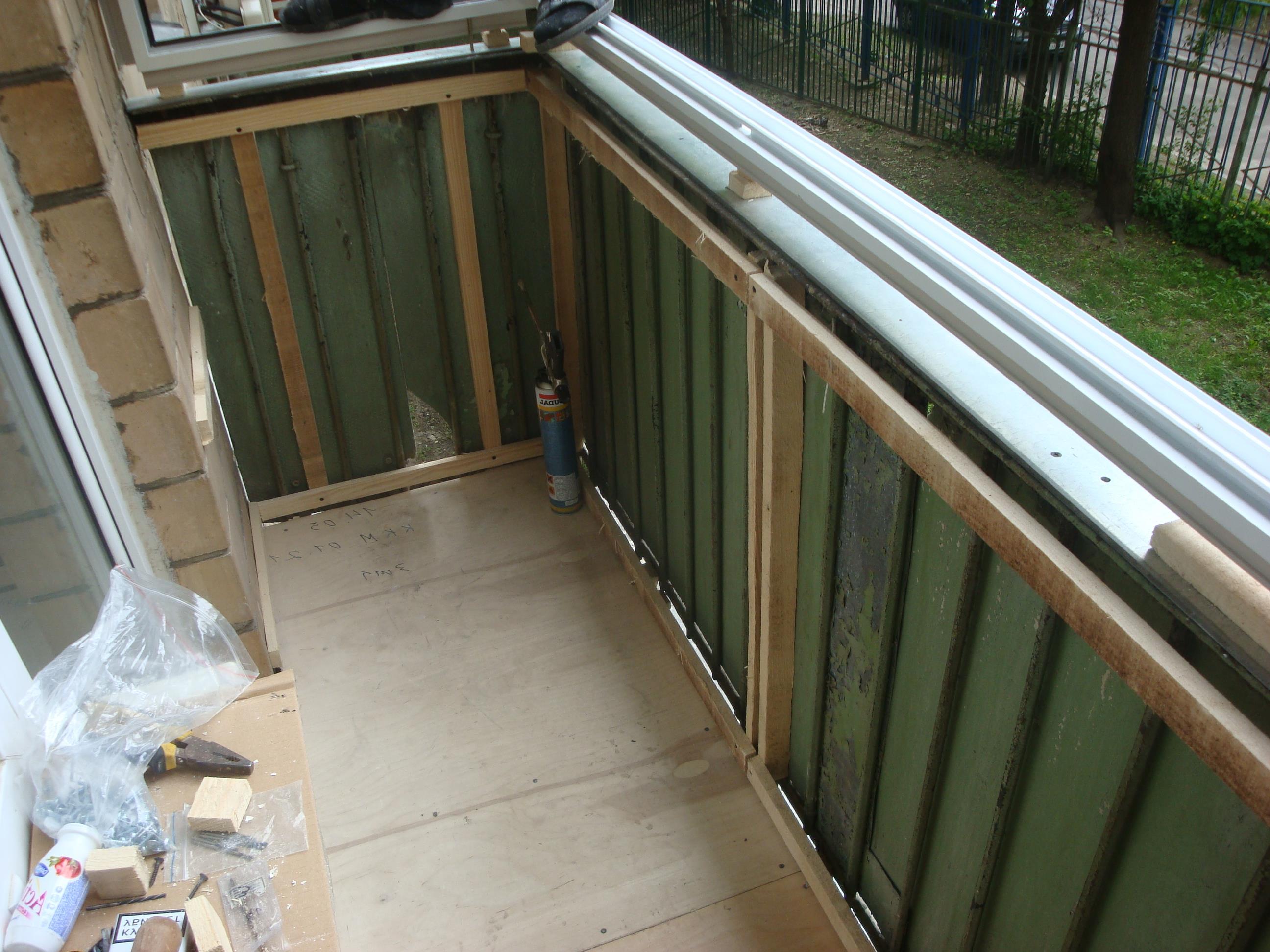 Как обшить балкон сайдингом снаружи: фото, видео, инструкция.
