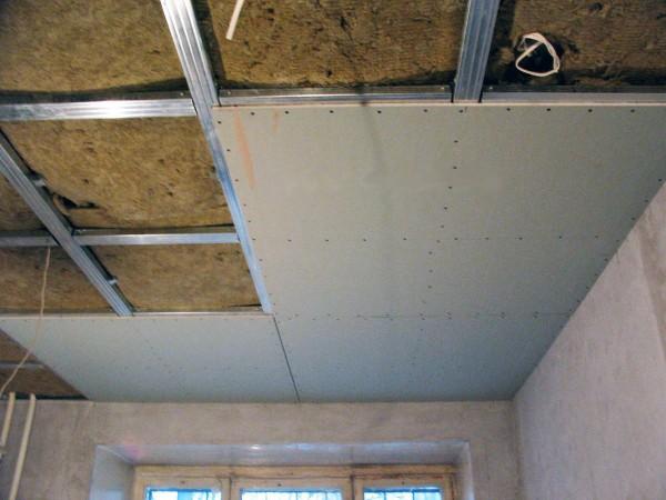Установка гипсокартона на потолке
