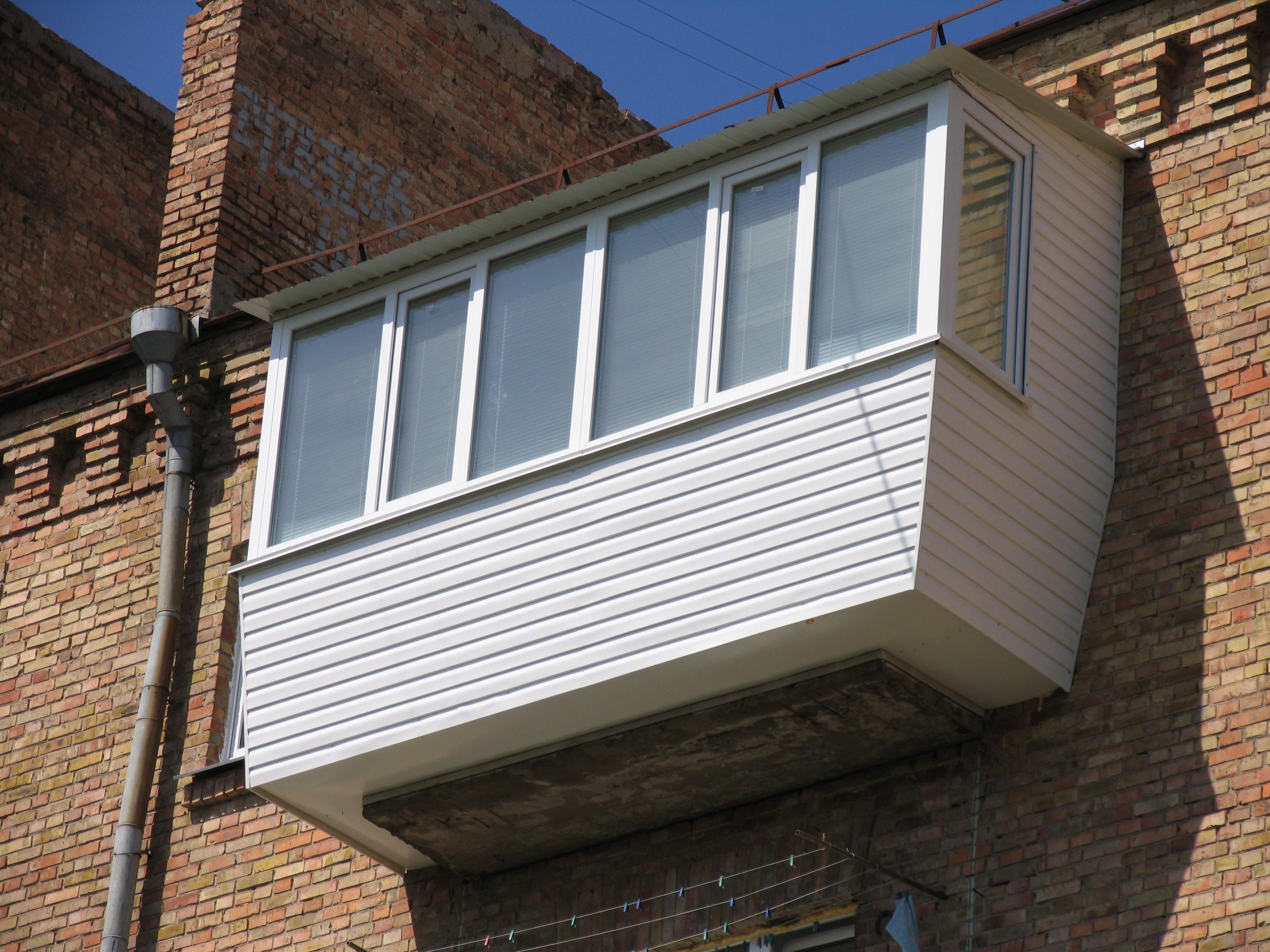 Остекление балкона на последнем этаже с крышей своими руками